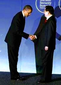 President Barack Obama greets Chinese President Hu Jintao during the official arrivals for the Nuclear Security Summit in Washington, Monday April 12, 2010.
